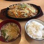 かな川 - 塩ホルモン炒め定食 750円