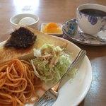 マフィーユ - 料理写真:ブレンドコーヒーと小倉トーストのモーニング