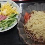 日高屋 - 黒酢醤油冷やし麺530円のクーポンで大盛り無料
