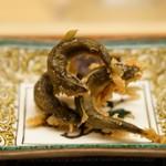 84771718 - 琵琶湖の小鮎 唐揚げを胡椒醤油酢で