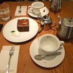 珈琲専門店 三十間 - ポット&オリジナルカップでの提供。