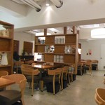 珈琲専門店 三十間 - 意外にも広々スペースなんです。