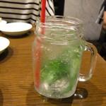 ティーヌン - ファーストモヒート・ほぼミント炭酸水。これも甘味がついていました。