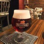 BEER CAFE GAMBRINUS - ベルビューは美しいルビー色