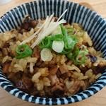 84781111 - チャーシュー炊き込みご飯は、針生姜が良いアクセントになって、和風っぽい仕上がり。