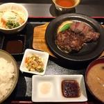鉄板料理 堂島 - 和牛ハーフ&ハーフ定食¥1280 ハンバーグと和牛ステーキ