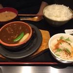 鉄板料理 堂島 - ビーフシチューハンバーグ定食¥1080