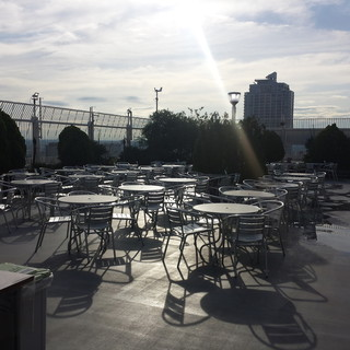席数は500席!開放感溢れる屋上で楽しいひとときを♪