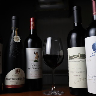 お好みの味をお教えください◎種類豊富なワインをご用意。