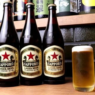 通が愛するビール赤星★ソース味には苦味が効いたラガーが一番。