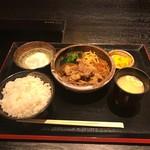 匠苑にくいち - 神戸牛すき焼き皿盛り(1200円)