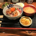 84798970 - 海鮮丼 (大)¥1800                       御飯は普通盛りに変更
