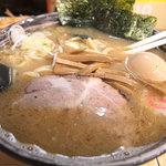 東池袋大勝軒 新化家 - 中華そば+味玉。辛ネギは別皿でした。