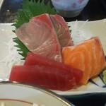にぎり寿司・一品 まぐろ一徹 - 魚八定食のお造り