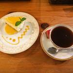 VAULT COFFEE - オレンジのレアチーズケーキとインド・カラディカン農園