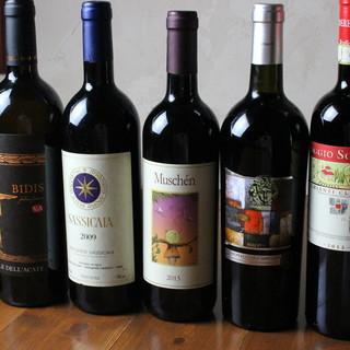 豊富に揃ったイタリアワイン!食後酒まで楽しめる本場の品揃え。