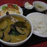 孔子餐店 - 鶏肉とナスのグリーンカレー