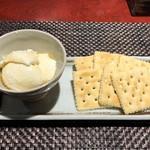 酒場食堂とんてき - おつまみにも、デザートにもなる不思議な一品「自家製チーズ豆腐」
