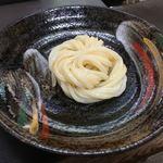 日の出製麺所 - 提供後の1玉冷麺       あとは、お好みの出汁や醤油をかけて頂く感じ
