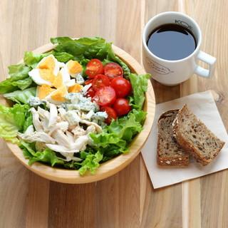 お得なランチセット!サラダ&パン&コーヒーorティー
