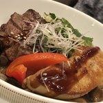84821011 - 牛網焼きとフォアグラの洋風丼(3450円)
