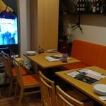 生ハム食べ放題500円 Pizzeria uanci_e_cheer - テレビを見ながら食事も!