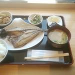 おざきのひもの - 料理写真:特大あじ開き定食 1000円