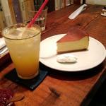 84824974 - チーズケーキと夏ミカンソーダ割