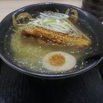函館麺屋 四代目 - ほどなくして「四代目炙り塩ラーメン」が完成です。
