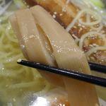 函館麺屋 四代目 - メンマは柔らかくシャキシャキとした歯ざわり。