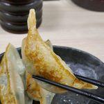 函館麺屋 四代目 - 餃子の焼き加減はちょっぴり控えめな感じで