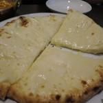 オーガニック スパイスハウス - チーズナン