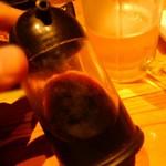 チーズタッカルビ×個室バル つぐみ - 醤油さしもやや混濁した色合い