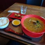 アジアンキッチン 餃子のハナハナ - 担々麺餃子ランチ980円