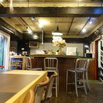 basement cafe COWORKING SPACE - 店内