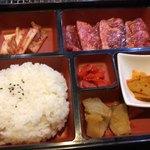 和牛焼肉 青樹苑 - カルビ弁当 1000円。