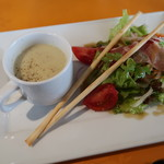 84850356 - サラダとスープ