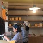 焼きたて食パン専門店 一本堂 -