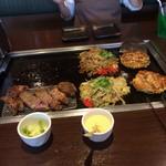 お好み焼本舗 - 料理写真:2人で、こんなに沢山食べれるのか?