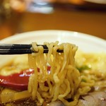 横浜中華そば 維新商店 - 麺はモチモチ