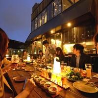 【テラス】おいしいビールと料理のペアリングをお楽しみください。