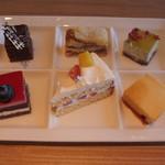武藏 - 真ん中の三角形が切り分けてくれた美味しいケーキ 他の5点四角いケーキはまあまあ