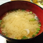 炙谷 - ウマヅラハギ  アラ味噌汁    (サービス)