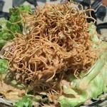 個室 肉バル マーケットグリル - 冷菜  パリパリ食感のセサミサラダ