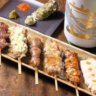 当店自慢◎厳選した山梨県産健味鶏の串焼きは、1本150円~