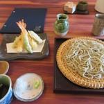 蕎麦むらた - 暫く待つと注文した海老天ざる1900円の出来上がりです。