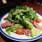 FUKAZAWA - スモーク牛タンのパクチーサラダ