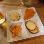 肉バル BEEF KITCHEN STAND - チーズ盛り290円!!