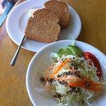ジャルディーノ - 料理写真:ランチ パンとサラダ