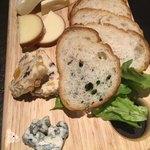 肉バル AUGUS - 特選チーズ盛り合わせ